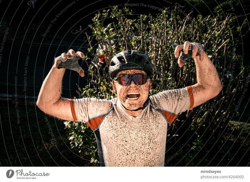 Radler im Matsch Fahrradfahren Freizeit & Hobby Sport sportlich Außenaufnahme Farbfoto Bewegung Wege & Pfade Mobilität Lifestyle Ausflug Ausgleich Spaß haben