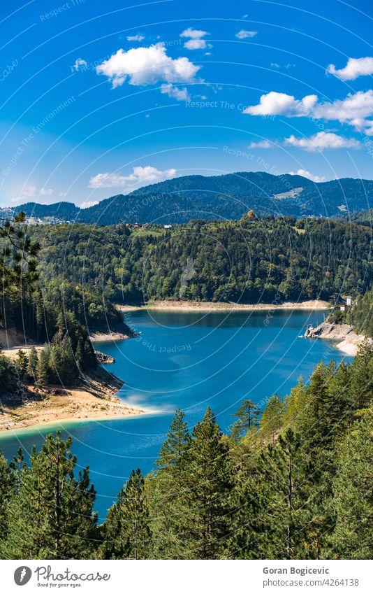 Zaovine See in Serbien schön Berge u. Gebirge Ansicht Himmel natürlich Wald Tourismus Natur im Freien reisen Landschaft malerisch Baum Wasser Abenteuer Urlaub