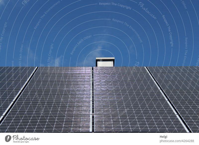 Empfehlung | Sonnenenergie nutzen  - Photovoltaikanlage auf einem Dach Strom Stromerzeugung CO2 Nachhaltigkeit nachhaltig Solarenergie Solarzellen