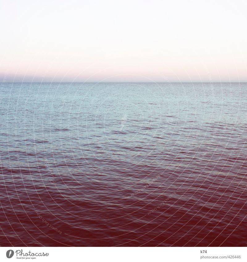 Fehlfarben Himmel blau Wasser Sommer Meer rot ruhig Ferne Horizont träumen Kraft Schönes Wetter geheimnisvoll Wolkenloser Himmel Mittelmeer