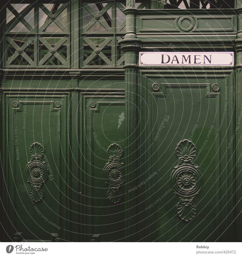 00 Frau Erwachsene Toilette Miettoilette Mauer Wand Tür Holz Schilder & Markierungen retro grün Körperpflege Geschlecht Dame Holzwand Holzhütte Eingang
