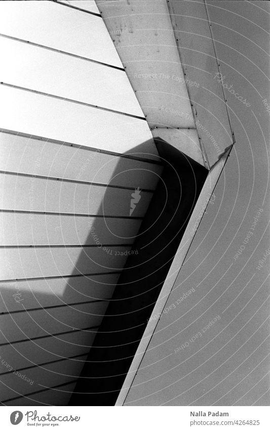RUB Audimax sw Ruhrgebiet Bochum Universität RuhrUni analog Analogfoto schwarzweiß Schwarzweißfoto Architektur Gebäude Fassade abstrakt Ausschnitt Schatten
