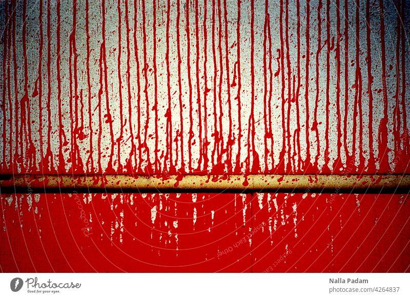 Rot fließt über die Wand Farbe Straße analog Analogfoto Farbbild Verlauf Stadt Architektur Außenaufnahme menschenleer Tag Linie trocken Farbverlauf Bewegung