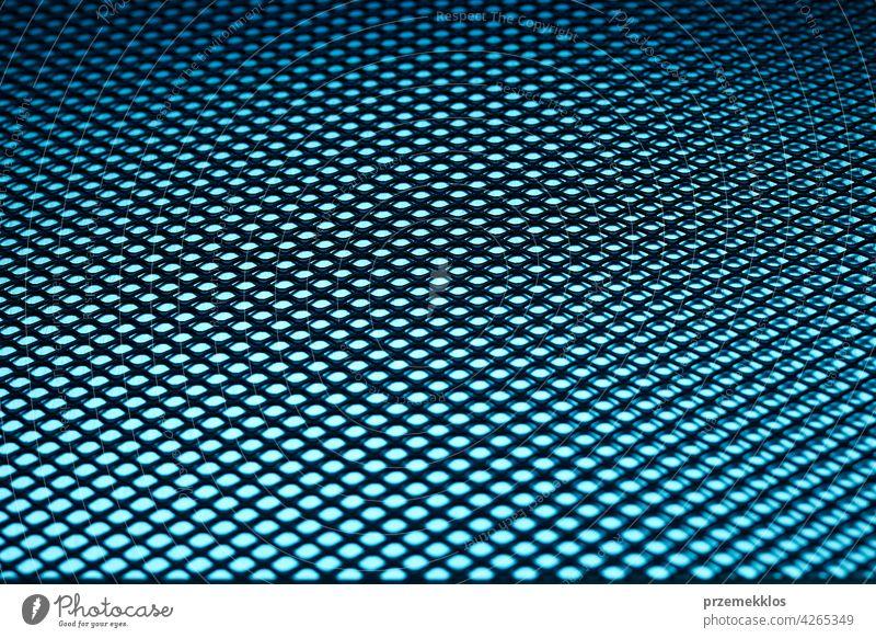 Metallischer Hintergrund. Oberfläche aus Stahl. Eisen blaues Netz. Abstrakte metallische Blatt Hardware bügeln alt verwendet schwer Werkstatt hart industriell