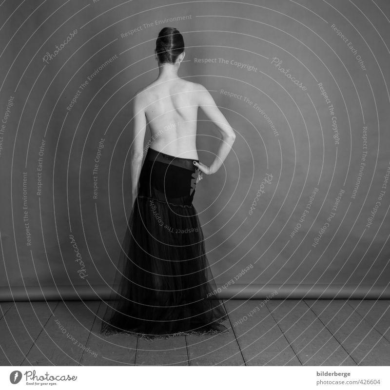 bloohmberg-1 Werbebranche Mensch feminin Junge Frau Jugendliche Körper Haut Rücken Kunst Mode Bekleidung Rock ästhetisch elegant Erotik schön nackt Stimmung