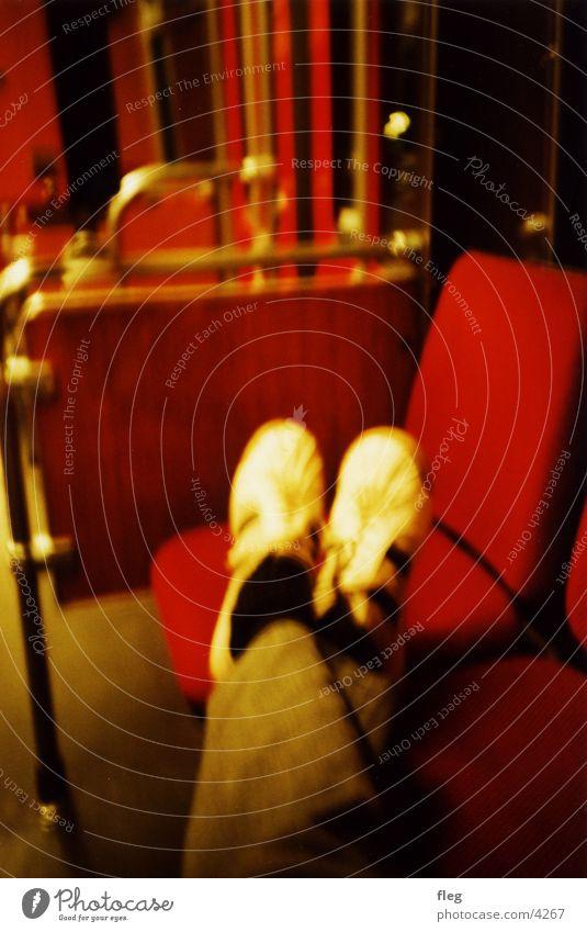 fuss vom sitz! 2 Beine Schuhe Eisenbahn Club Straßenbahn grell Nacht Verkehr Lomografie