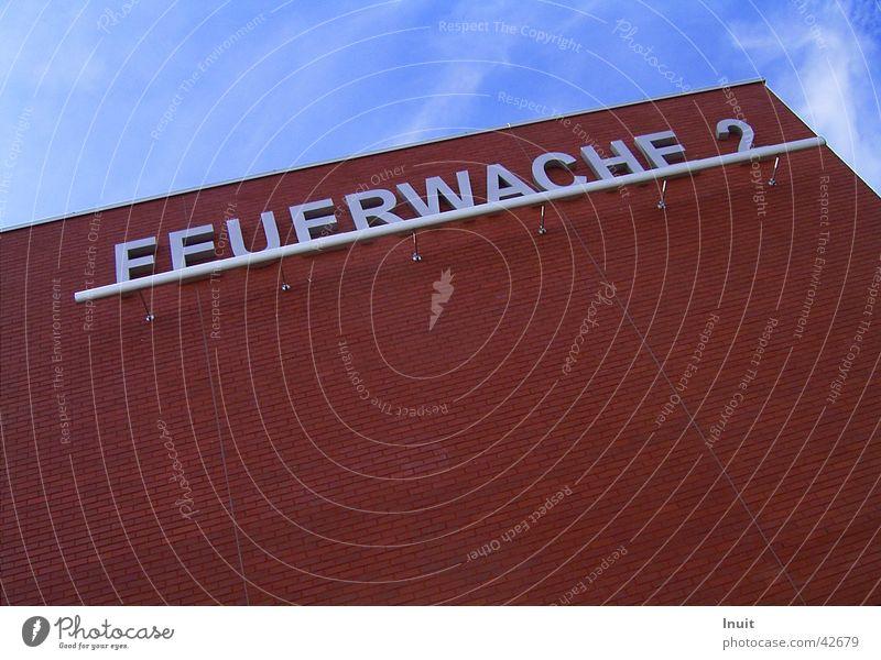 Feuerwache rot Wolken 2 Fassade Architektur Feuerwehr Himmel Münster