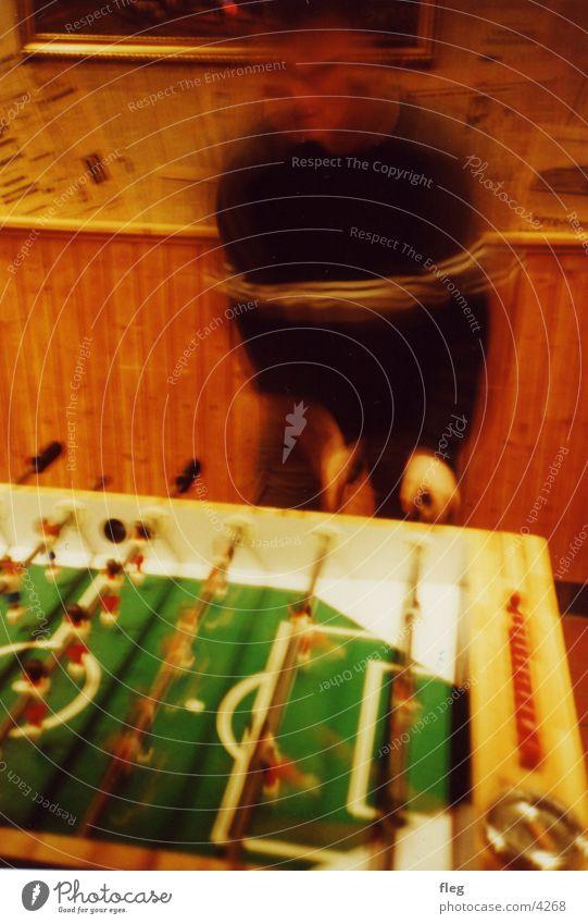 kicker Lomografie Aktion Spielen Club Fußballer tischkicker blur Bewegung Freude