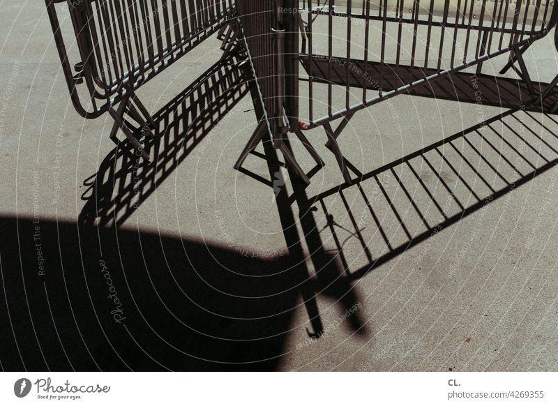 absperrgitter Absperrung Absperrgitter Barriere Sicherheit Gitter Metallzaun Baustelle Veranstaltung Strukturen & Formen abstrakt Zaun
