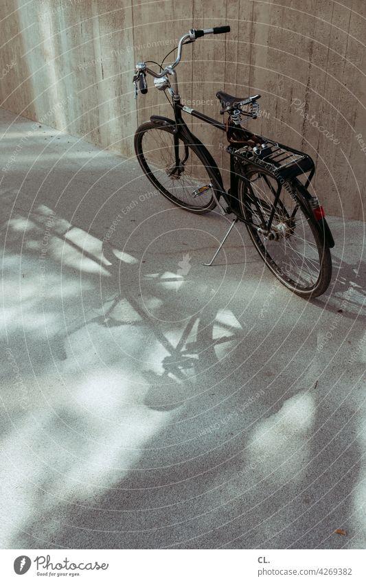 fahrrad Fahrrad Straße Wege & Pfade Verkehr Fahrradweg Mobilität Verkehrsmittel Verkehrswege stehen parken Pause Freizeit & Hobby