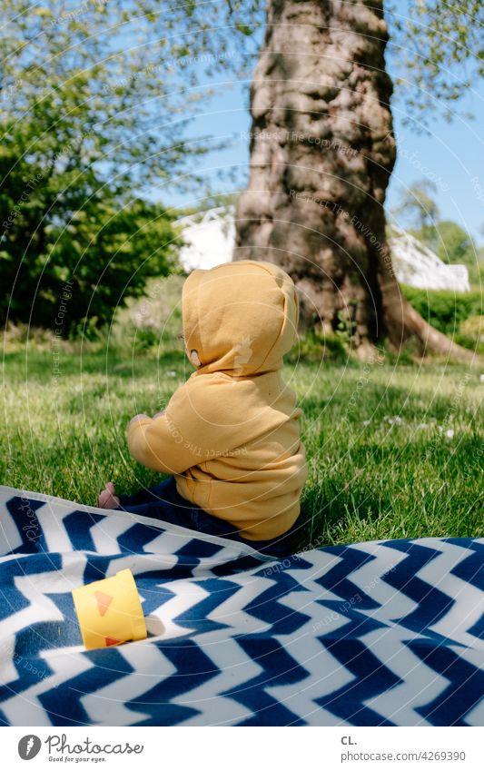 2800 / grund zur freude Baby Kleinkind Park Wiese Picknick picknickdecke Frühling Sommer Gras Glück Freude Natur Kindheit Fröhlichkeit niedlich heiter klein