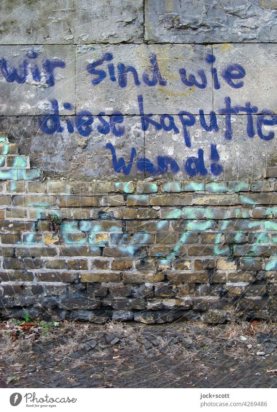 Lebensbrüche   wir sind wie diese kaputte Wand! Backstein Mauer Graffiti Straßenkunst Subkultur Kreuzberg Berlin Zukunftsangst Gesellschaft (Soziologie) Idee