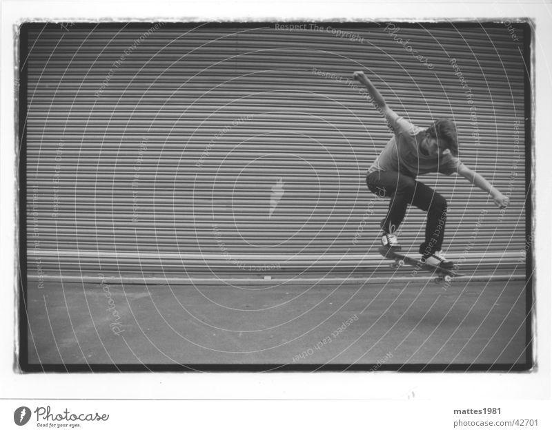 Skateboarding is not a crime Mann Leben springen fliegen Luftverkehr Lifestyle Am Rand London Underground Halfpipe Untergrund abgehoben ungeheuerlich