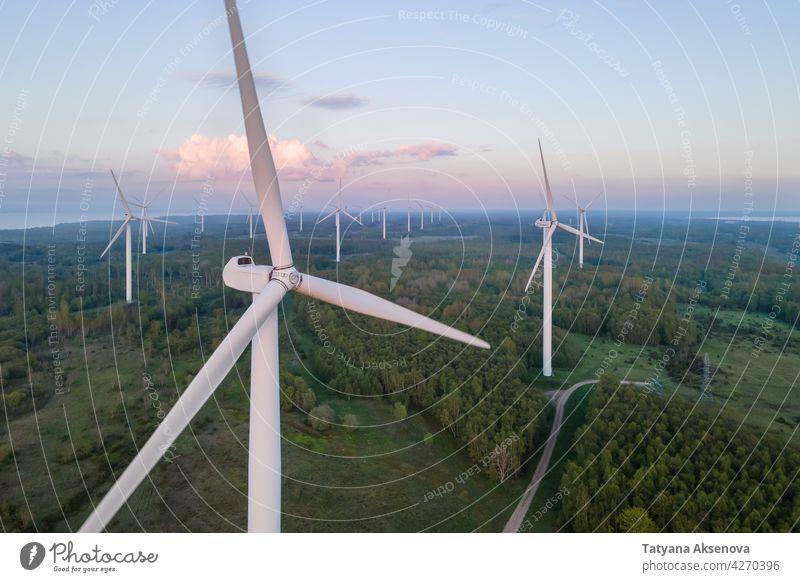 Windkraftanlagen bei Sonnenuntergang Turbine Windmühle Elektrizität Energie regenerativ Umwelt Erzeuger alternativ grün Kraft Natur Himmel Technik & Technologie