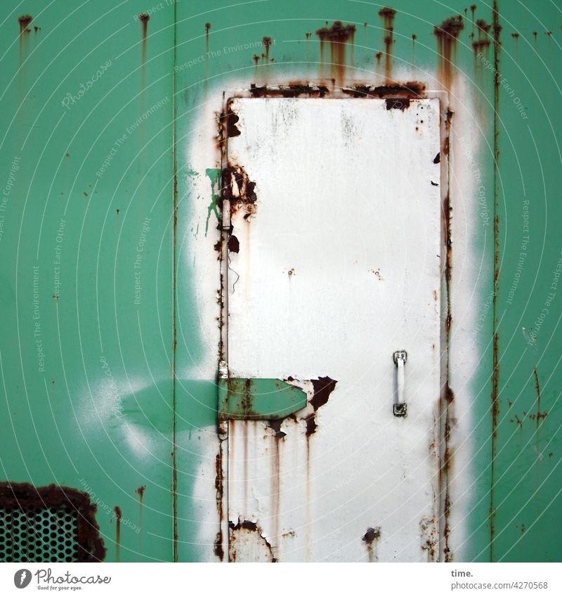 Entrees (39) metall fähre linie an bord maritim stahl tür rost kaputt lüftung türgriff grün alt historisch scharnier seefahrt verwittert verschlossen zu
