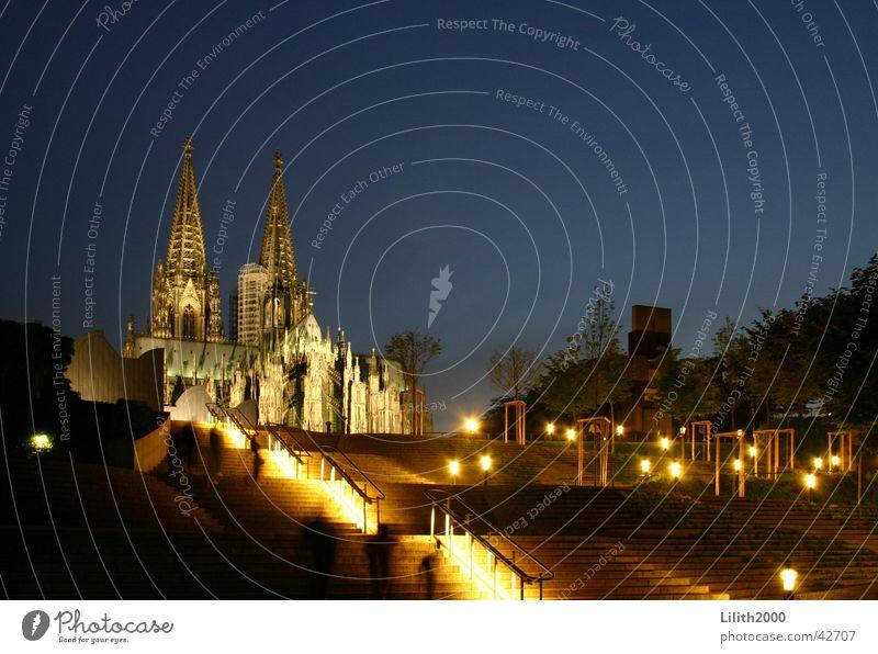 Unser wunderschöner Dom Himmel Beleuchtung Treppe Köln Geländer Rhein Gotteshäuser