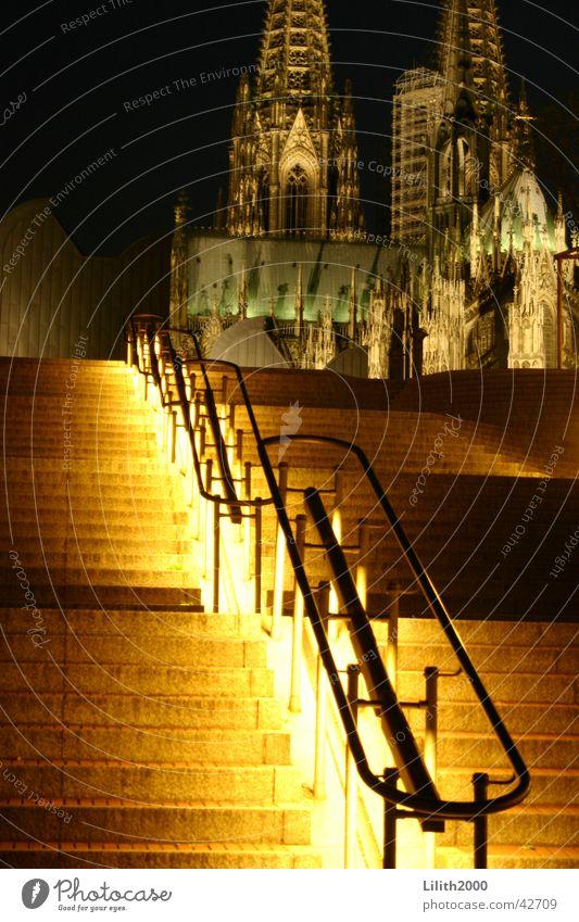 Nachts am Dom Köln Sommer Gotteshäuser Treppe Beleuchtung Geländer