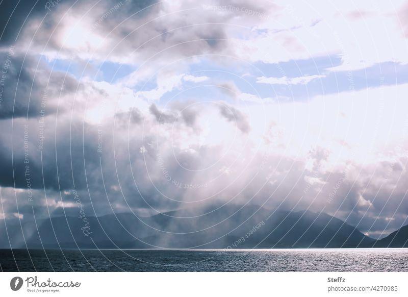 mystisches Schottland Sehnsucht See schottisch schottischer See einsam Lichteinfall Stille Ruhe mysteriös Nebelschleier Nebelstimmung Einsamkeit Mystik