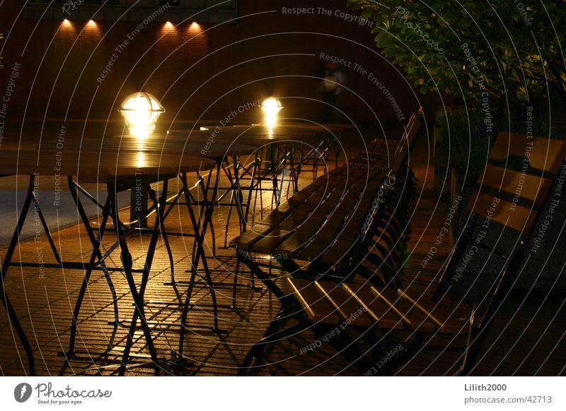 Einsame Stühle Sommer Straße Lampe dunkel Beleuchtung Stuhl Freizeit & Hobby Café Köln Kölner Dom