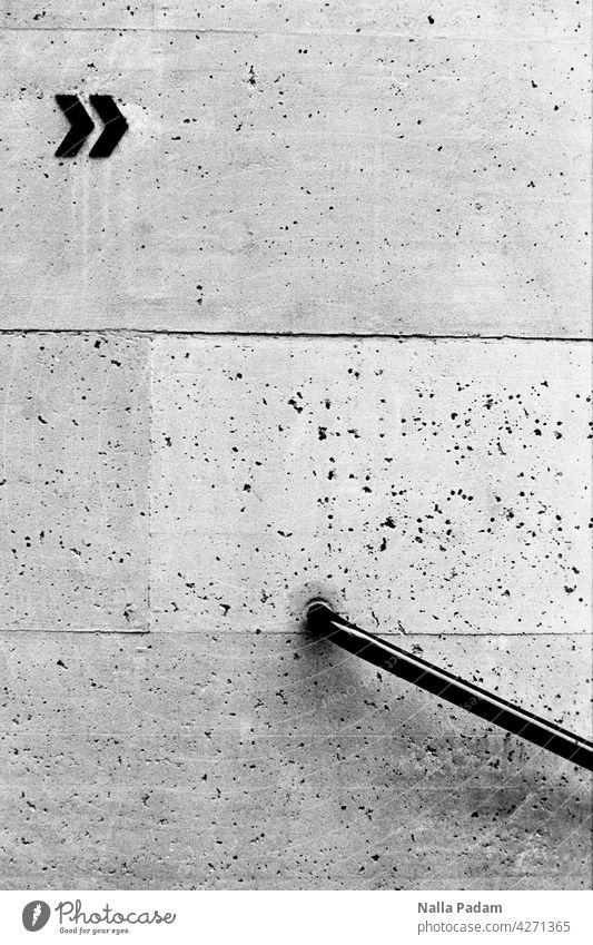>> \ analog Analogfoto sw Schwarzweißfoto Theater Winterthur Geländer Architektur Beton Wand Mauer Pfeil Richtungsanzeiger richtungweisend Handlauf