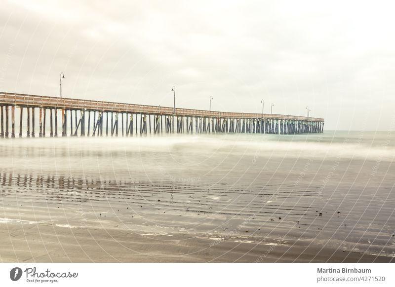 Der Cyucos Pier am Cayucos State Beach, Kalifornien Cayucos Staatsstrand cayucos Brücke MEER leer reisen Textfreiraum Tourismus träumen Anlegestellen Landschaft