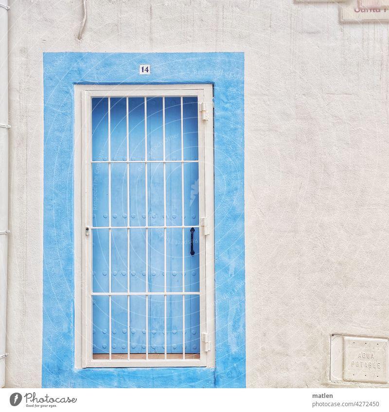 Himmelspforte Tür Gitter Mauer Weiss Blau Tueroeffner Regenrohr Vierzehn