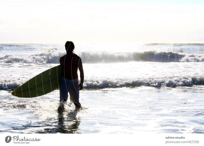 Die Welle des Lebens reiten Mensch Mann Jugendliche Wasser Sommer Sonne Meer Erholung Strand Erwachsene 18-30 Jahre Leben Schwimmen & Baden Körper maskulin Wellen