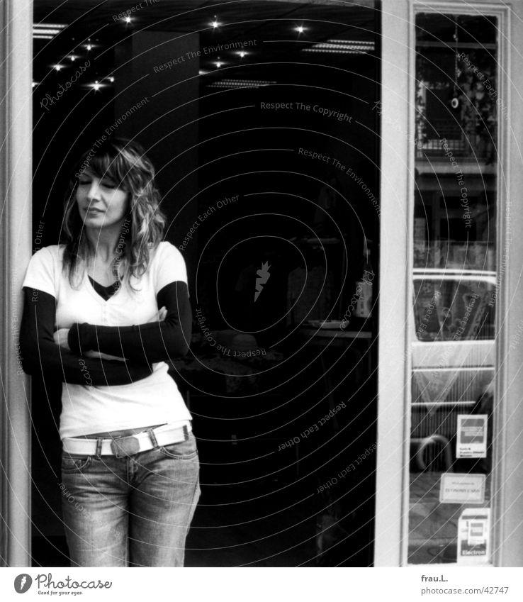 Geschäftsfrau I Frau Arbeit & Erwerbstätigkeit Tür warten Bekleidung Ladengeschäft Geschäftsleute Müdigkeit