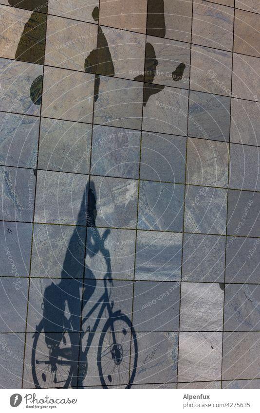 Schattig Fahrradfahren Bewegung Fahrradtour Rad Verkehrsmittel umweltfreundlich sportlich Schatten Fahrradfahrer Schattenspiel Licht Freizeit & Hobby
