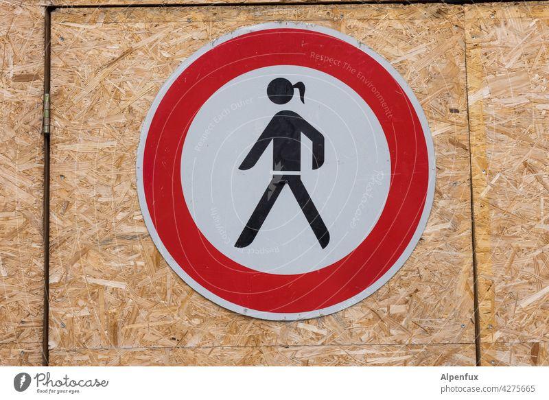 Ausgrenzung Schilder & Markierungen sexistisch Hinweisschild frauenfeindlich Farbfoto Verbote Warnschild Zeichen Außenaufnahme Verbotsschild gleichberechtigung
