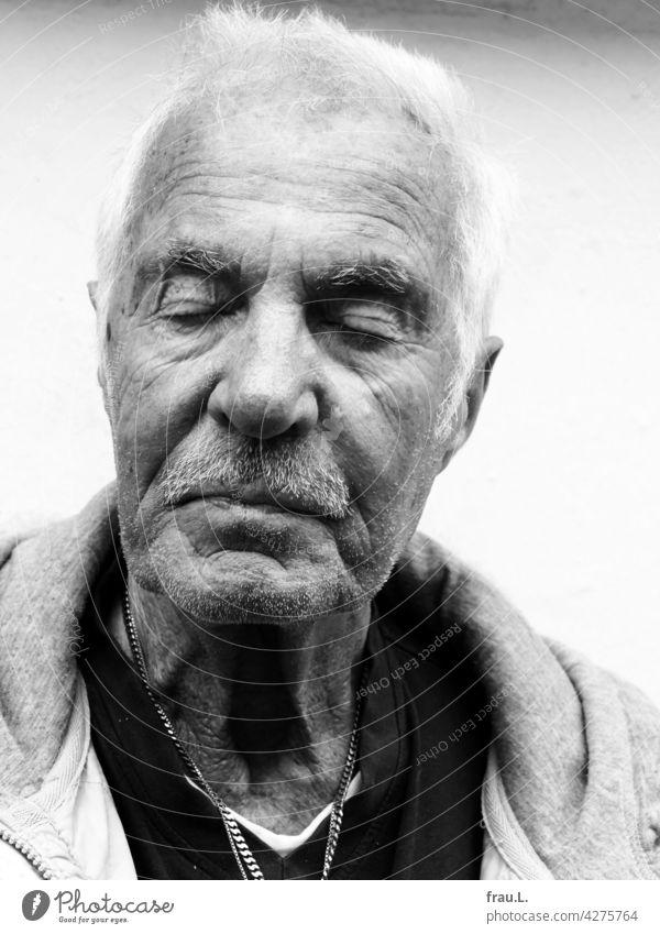 Heinz Mann Gesicht Porträt Kette Goldkette Bart Schnurrbart attraktiv alt