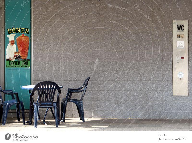 gemütlich Tisch Stuhl Gastronomie Werbung Toilette Verkehrswege Statue Bahnhof Plakat Imbiss Symbole & Metaphern Kebab