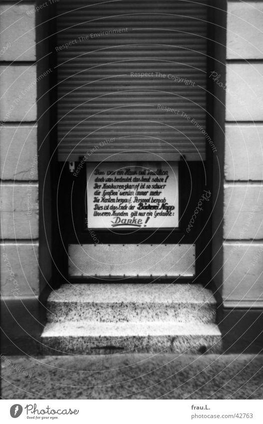 Abschied Arbeit & Erwerbstätigkeit Tür Trauer Treppe Schriftzeichen Ladengeschäft Verzweiflung Abschied abwärts Plakat danke schön Insolvenz Hannover Bäckerei Linde