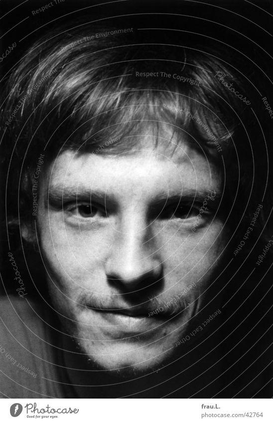 Blick Mann blond Sommersprossen Bart Oberlippenbart Porträt intensiv Mensch 1976 Bartstoppel Auge lachen Gesicht Schwarzweißfoto