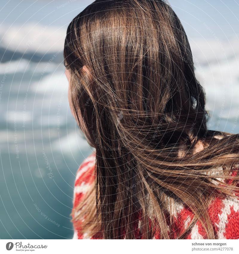 wegschauen person mensch island frau haare blick horizont Haare & Frisuren Kopf Blick Erwachsene feminin Farbfoto 18-30 Jahre pullover träumen wind natur