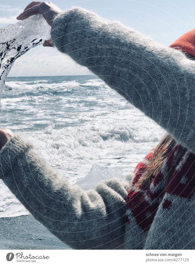 Eis in der Hand Weiß Meer Wind Stand Isl Welle kalt Strand weiß Wasser Sand See Winter Sturm Natur ruhig Küste Landschaft Ferne Horizont Einsamkeit Himmel