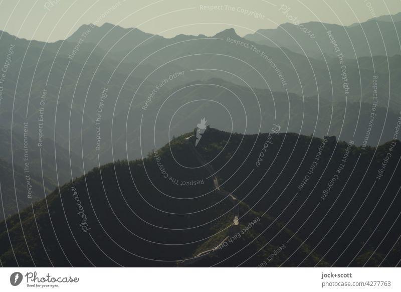 Landstriche eines Höhenzugs Panorama (Aussicht) Silhouette Strukturen & Formen China Gedeckte Farben Abstufung Bergkette Naturphänomene Inspiration oben