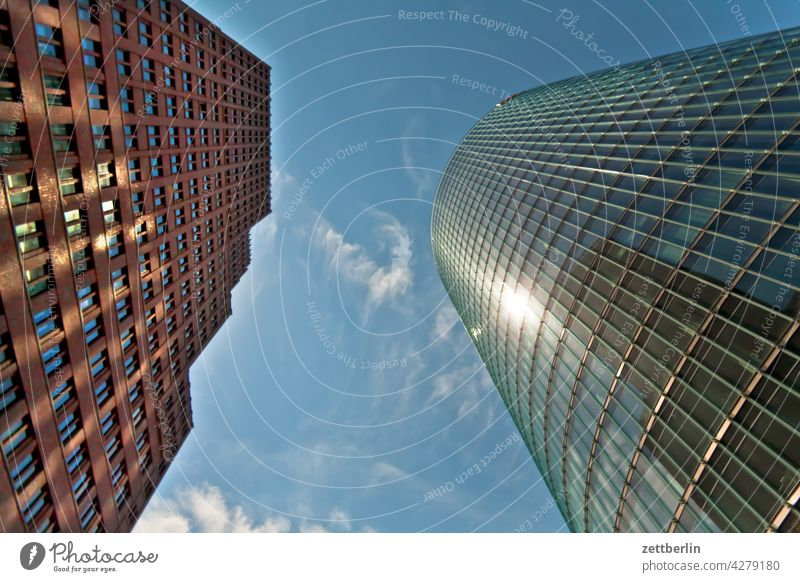 Froschperspektive am Potsdamer Platz architektur berlin büro city deutschland froschperspektive hauptstadt haus himmel hochhaus innenstadt mitte modern neubau