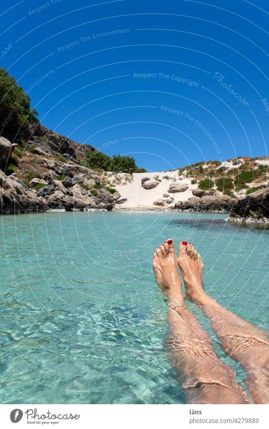 im Urlaub treiben lassen traumhaft kristallklar Frau Wasser Meer Erholung in der Natur relaxen Punktlandung Kreta baden Küste alleine
