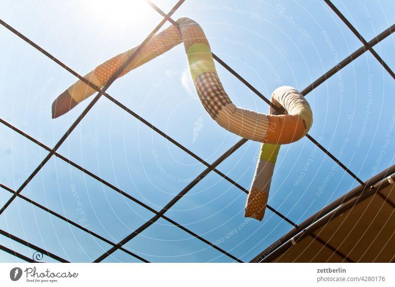 Trocknende Bettwurst bettwurst schlange spielzeug kinderspielzeug wäsche große wäschen trockner wäschetrockner himmel sonne sommer polster patchwork luft