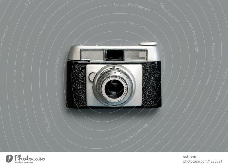 Alte analoge Vintage-Fotokamera.Konzeptfotograf Hintergrund klassisch altehrwürdig Linse schwarz retro Urlaub reisen Gerät Objekt Nostalgie manuell Stil