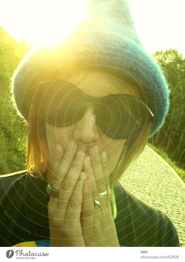 magic Brille Sommer Hand Frau Sonne Hut blau