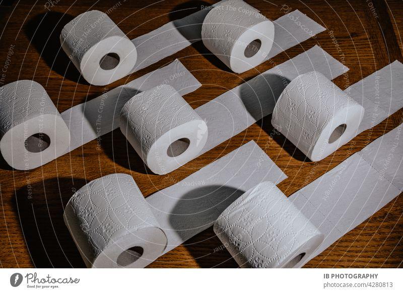 Toilettenpapier Drama Covid-19 Toilettenpapierrolle hygiene klopapier klopapierrolle COVID covid-19 pandemie Abgründe abgründig Fehlverhalten Verhalten
