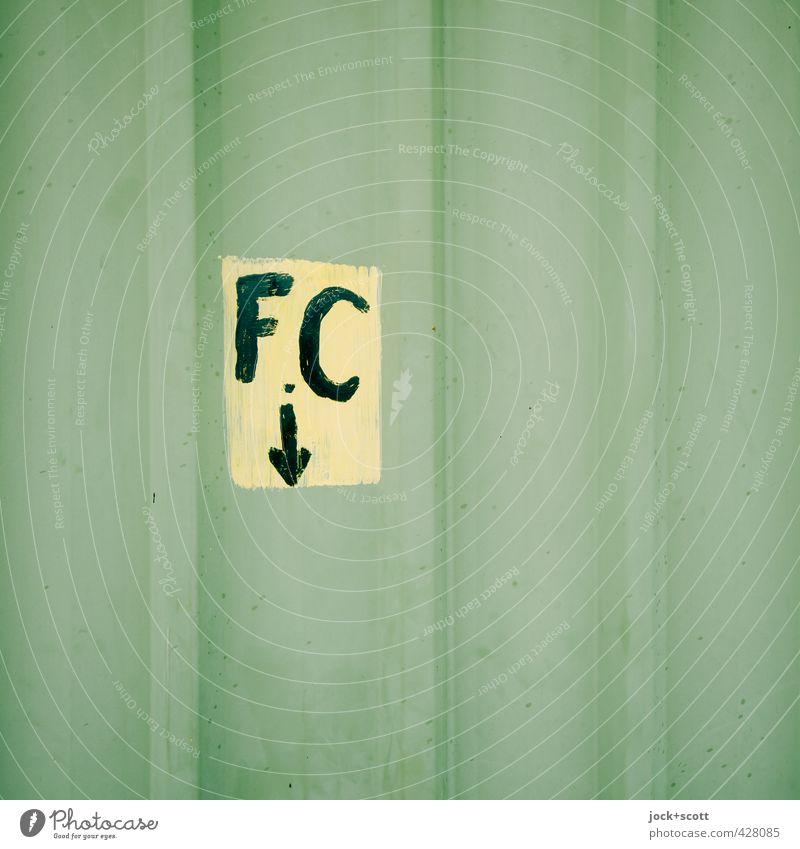 F.C down Straßenkunst Australien Metallzaun Schilder & Markierungen Pfeil Streifen Handschrift Buchstaben einfach nah grün Interesse geheimnisvoll Rätsel