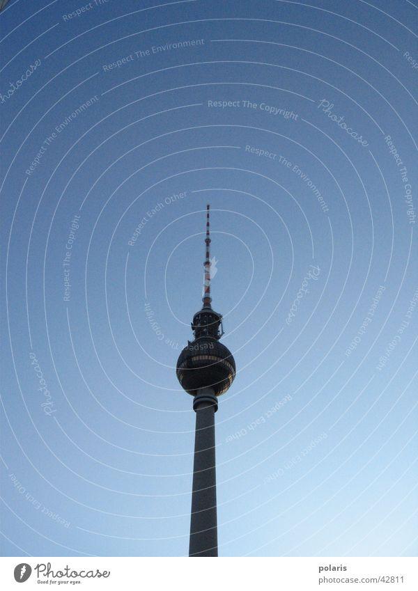 fernsehturm Berlin groß Turm historisch Berliner Fernsehturm Alexanderplatz