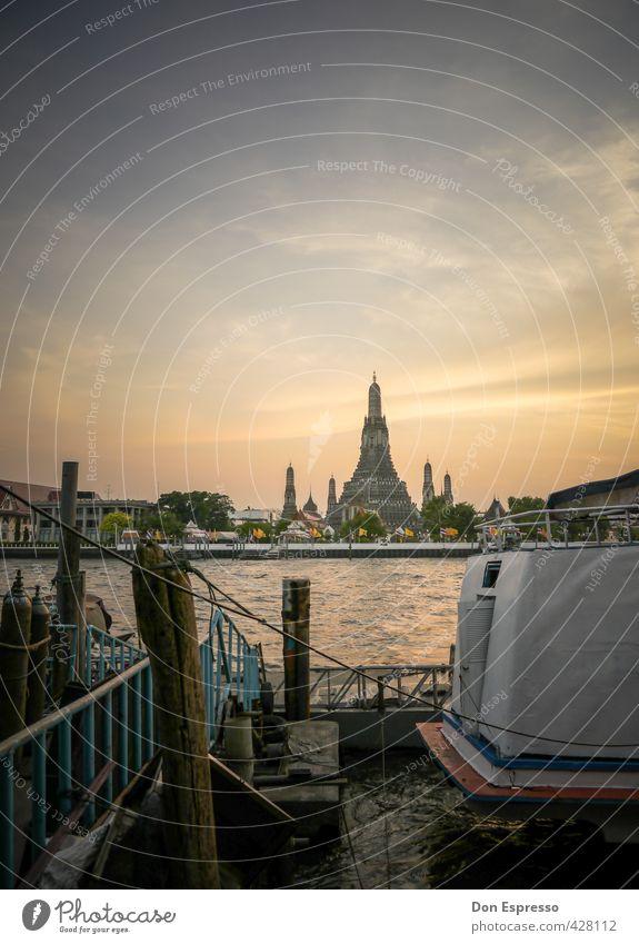 Blick auf den Wat Arun Wahrzeichen Fernweh Bangkok Tempel Abends Fluss Thailand Dämmerung