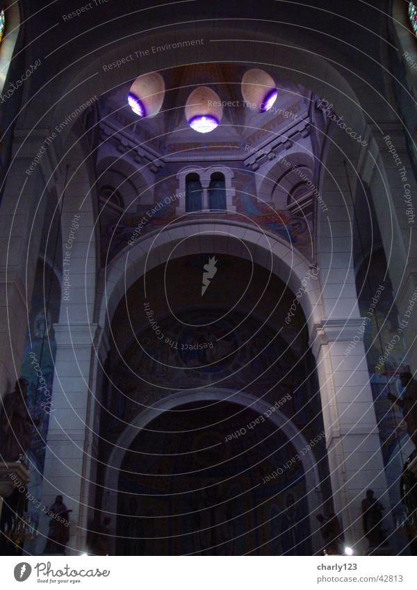 sakrale Schönheit Frankreich Kirchenschiff Kuppeldach Bogen Gotteshäuser Annonay Religion & Glaube Säule