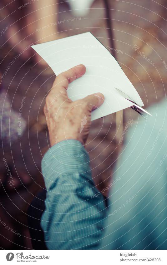 Scherenschnitt maskulin Hand Finger 1 Mensch 45-60 Jahre Erwachsene Hemd alt braun weiß Silhouette Farbfoto Außenaufnahme Tag Schwache Tiefenschärfe