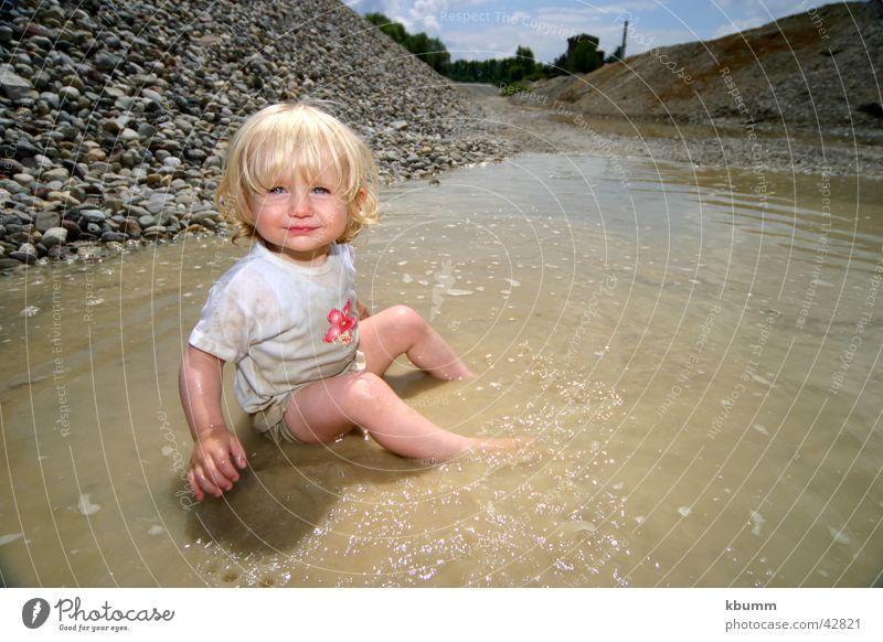 matsch-mona Weitwinkel Kind Mädchen Spielen Strand Schwimmen & Baden Sonne Wasser