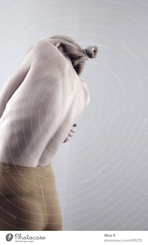 Ripperl Mensch Jugendliche Einsamkeit Junge Frau Erwachsene 18-30 Jahre Weiblicher Akt Gefühle feminin Traurigkeit Stimmung Körper Haut Rücken dünn